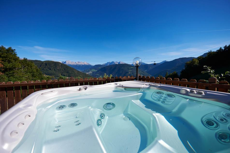 Boutique Hotel South Tyrol Jaccuzzi Panorama Mountains Dolomites