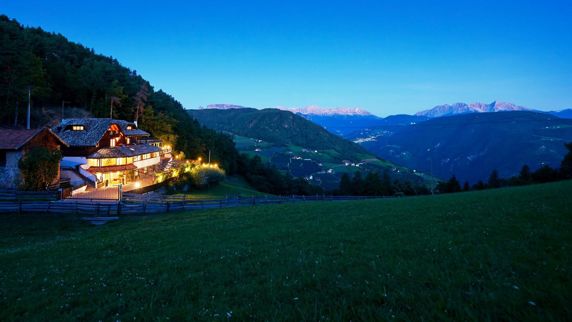 Alpine Lodge in South Tyrol to book in a quite location on the mountains