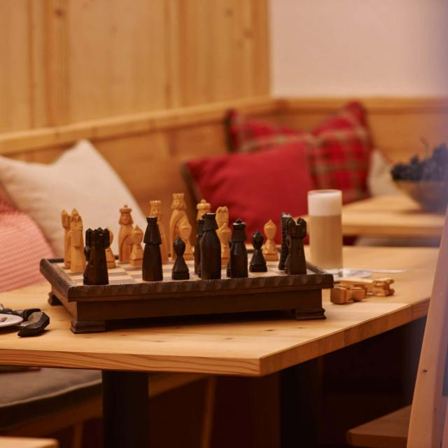 Alpine Logde to rent with cosy living room areas to play chess