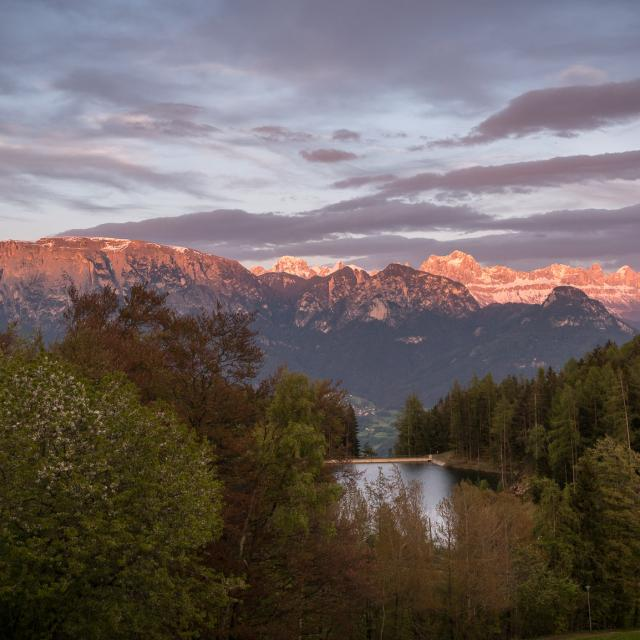 Romantic Getaway Red Mountain Dolomiti Panorama infront of a Lake