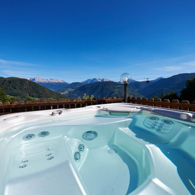 Chalet South Tyrol Suites with Whirlpool and Dolomites view