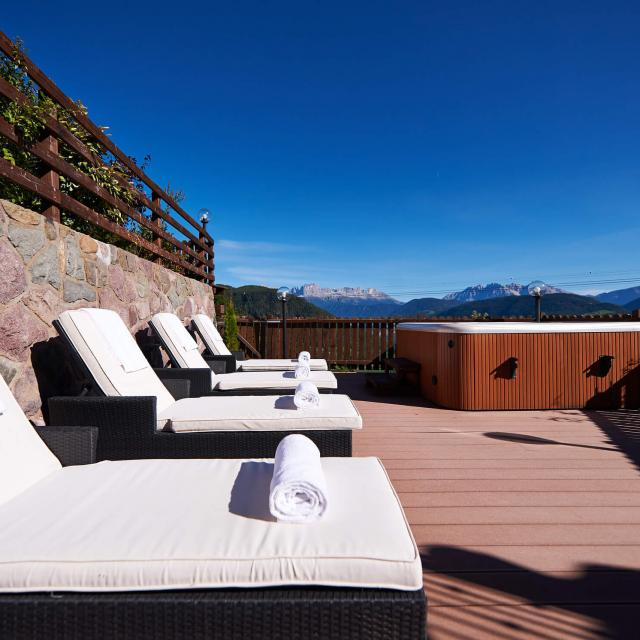 Chalet South Tyrol Sun Terrace with Hottub and Dolomites View