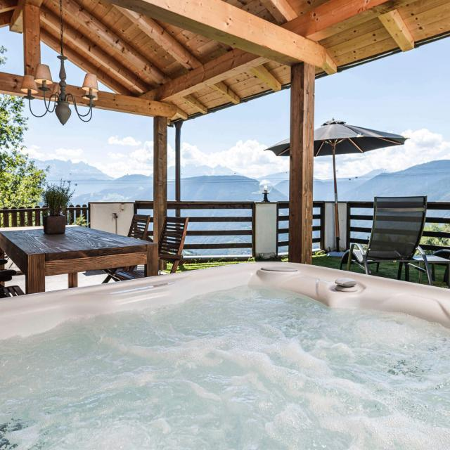Private whirlpool on Baita Suite with covered terrace