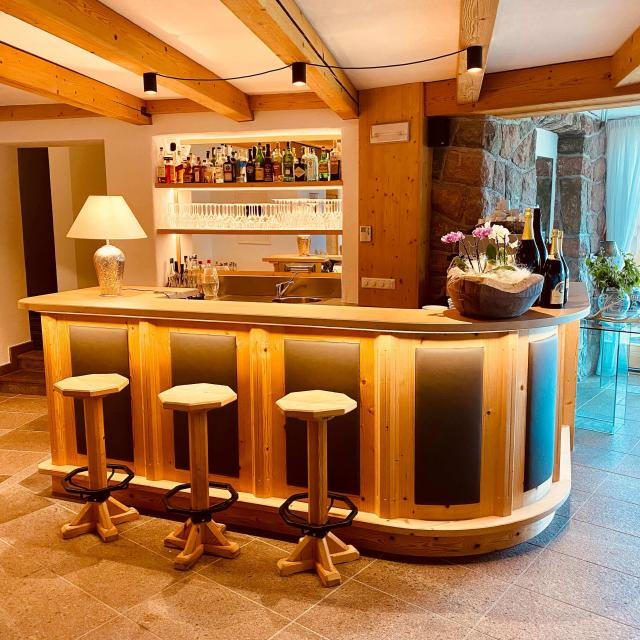 Bar in the panoramic restaurant at Chalet Grumer